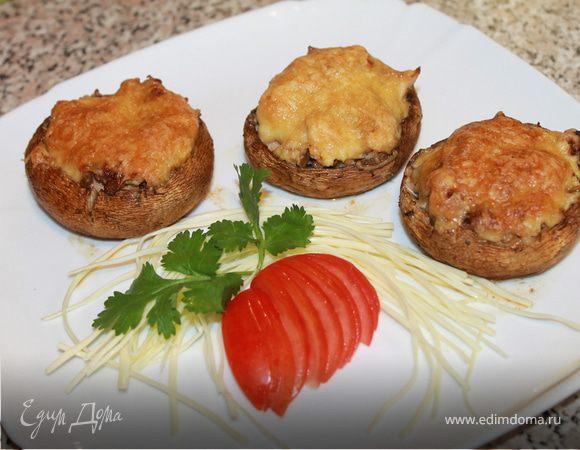 Шампиньоны и помидоры, фаршированные куриным филе
