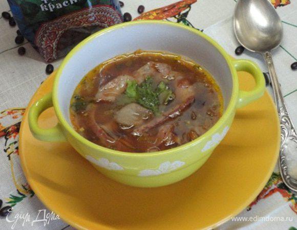 Фасолевый суп с грибами и копченостями