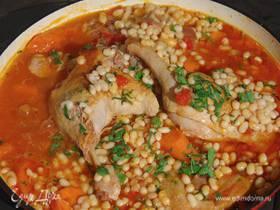 Утиные ножки с овощами, грудинкой и белой фасолью