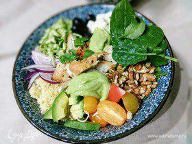 Теплый салат с курицей и кускусом