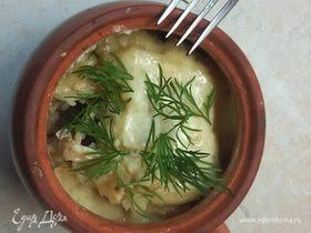 Драники, запеченные с грибами и мясом под сырным соусом
