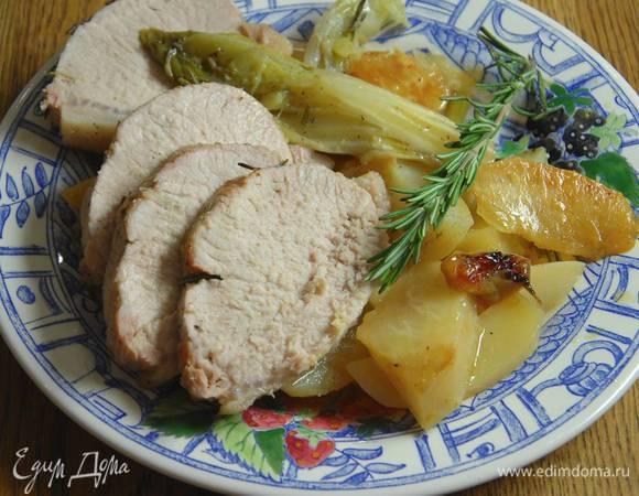 Свинина, запеченная с цикорием, фенхелем и шалотом