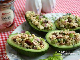 Салат с тунцом в авокадо (Palta Reina)