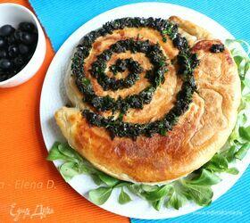 Пирог-улитка с грибами и тунцом