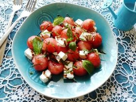 Салат из арбуза и фетаксы
