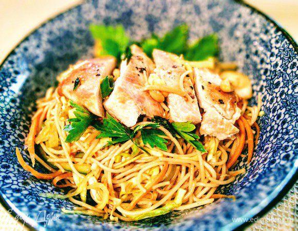 Тайский салат с куриной грудкой