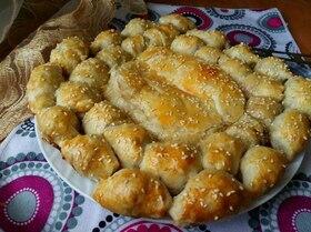 Пирог с сосисками и мягким сыром
