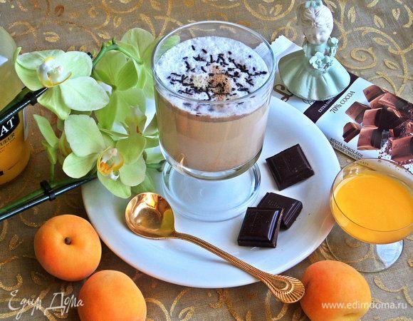 Кофе с молоком и яичным ликером