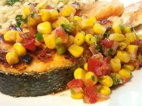 Стейки лосося с сальсой из кукурузы