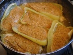 Котлетки-лодочки из запеченных перцев с овощами и грибами