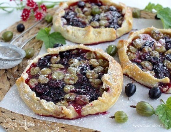 Пирог-галета с орехами и крыжовником