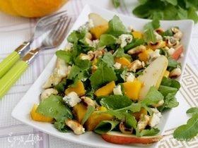 Салат с тыквой, кешью и сыром с плесенью