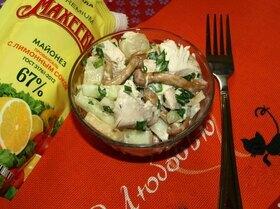 Салат «Шанхай» c курицей, сыром и маринованными опятами