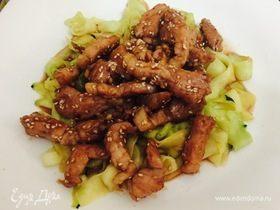 Салат из свинины в клубнично-соевом соусe