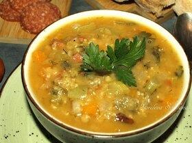 Чечевичная похлебка с овощами и пепперони