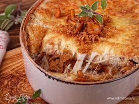 Картофельная запеканка с лисичками и луковыми чипсами
