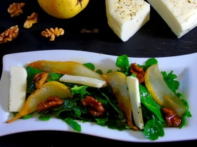 Салат с руколой и грушей