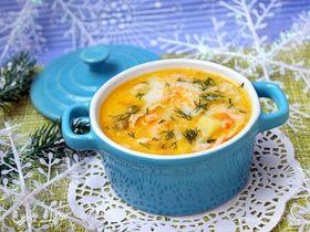 Суп с семгой, плавленым сыром и зеленым горошком