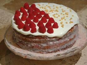 Миндальный торт с малиной