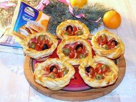 Закусочные корзиночки с помидорами черри