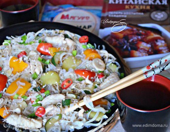 Кальмары с овощами, приготовленные в воке