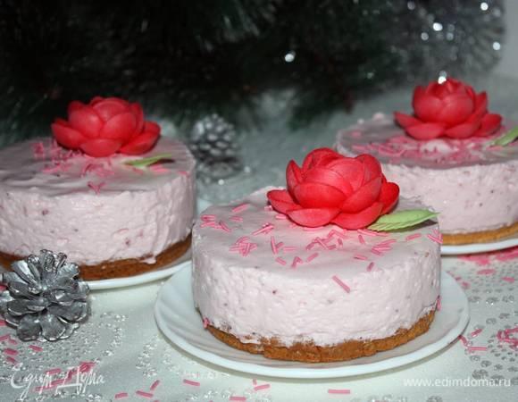 Клубнично-сливочное пирожное