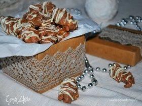 Финики с жареным миндалем в шоколаде