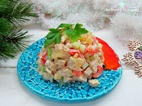Салат с сельдереем, ананасом и куриной грудкой