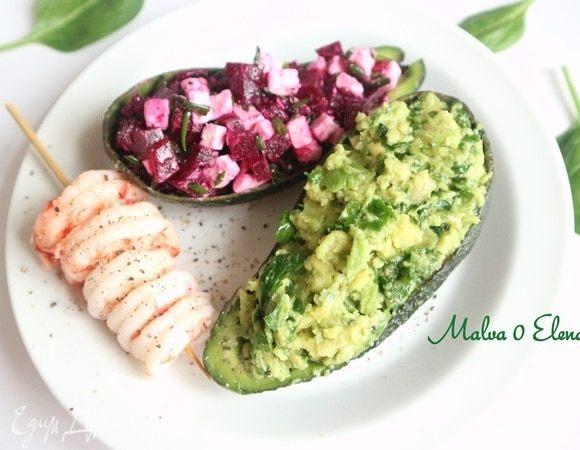 Авокадо с песто и свекольным салатом