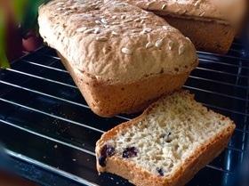 Хлеб без замеса с изюмом и семечками