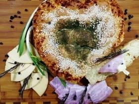 Хлеб из кукурузной муки с луком и розмарином
