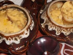 Сырно-луковый суп с чесночными гренками