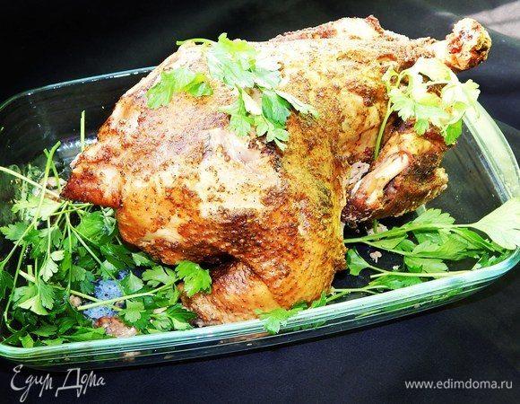 Домашняя курица, фаршированная яблоками и айвой