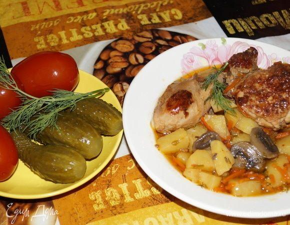 Курица, тушенная с овощами