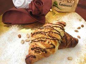 Шоколадные круассаны с орешками