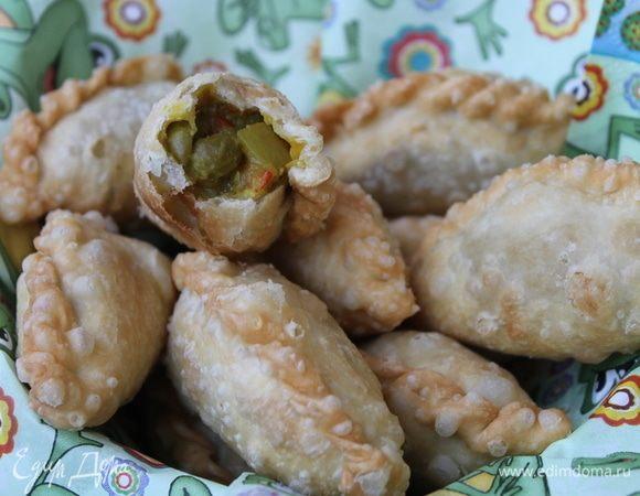 Индонезийские пирожки с зеленым горошком Caripap