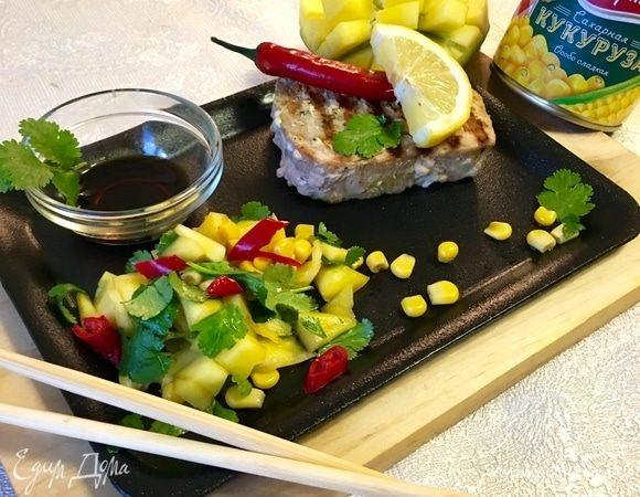 Тунец гриль с сальсой из манго