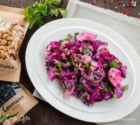 Салат со свеклой, изюмом и кешью