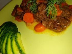 Мясо, тушенное в вине с овощами