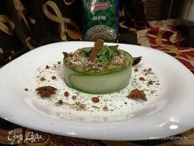 Азиатский салат с машем и куриными желудочками
