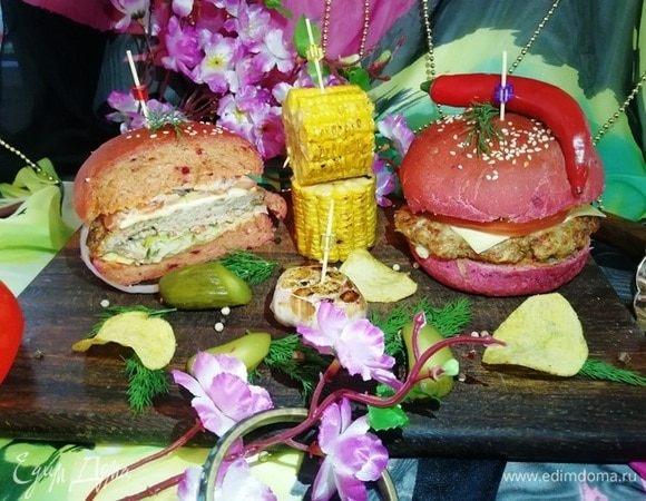 Розовый бургер с нежнейшей котлетой