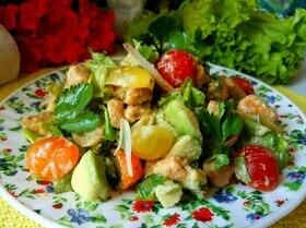 Салат с курицей и авокадо «Вкус Индии»