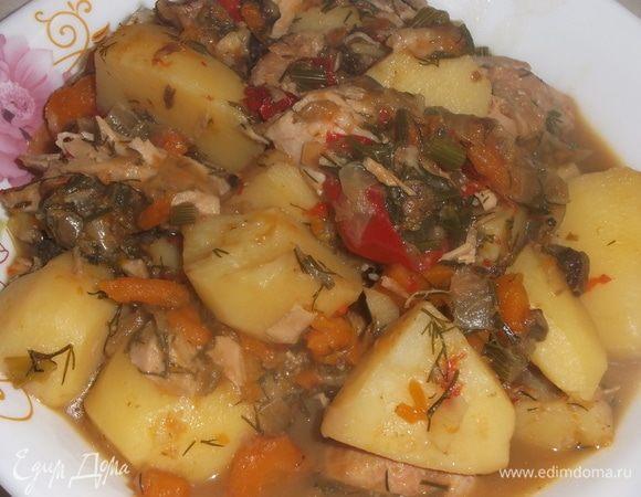 Крыло индейки с сушеными грибами и картошкой