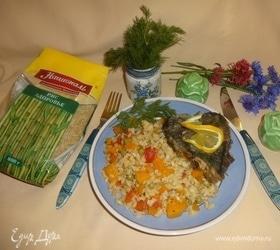 Камбала на рисово-овощной подушке