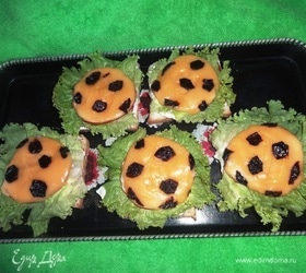 Бутерброды «Футбольный мяч»