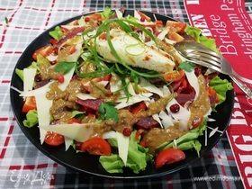 Салат с бастурмой под абрикосовым соусом