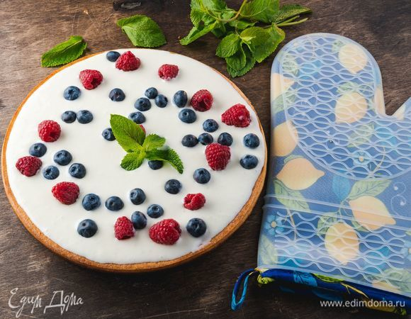 Творожная запеканка с кремом и ягодами