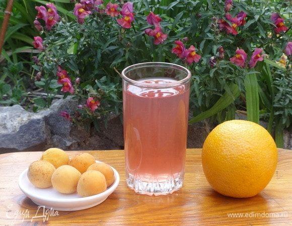 Фруктовый напиток с апельсинами