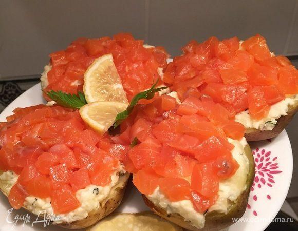 Фаршированный картофель с копченым лососем