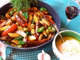 Жареная картошка с колбасками по-андалузски